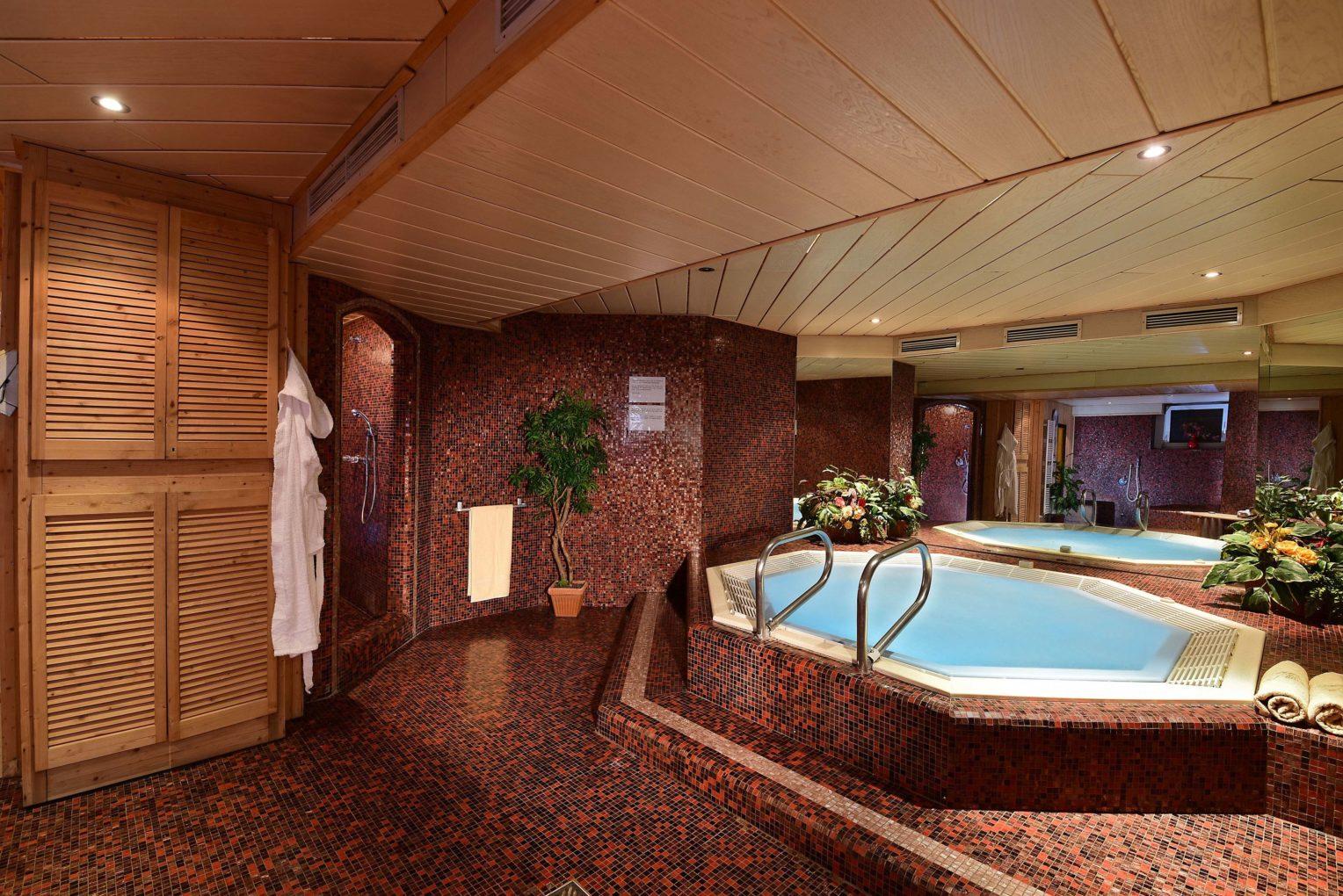 wellness hotel zur post in der ferienregion kronplatz in. Black Bedroom Furniture Sets. Home Design Ideas